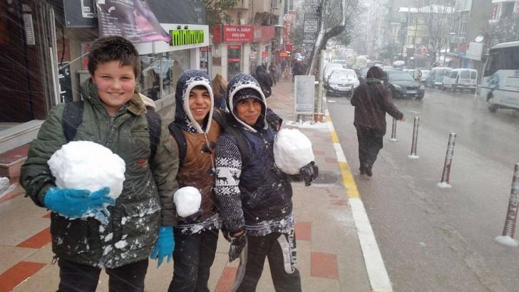 Bandırma'da kar yeniden kendini gösterdi