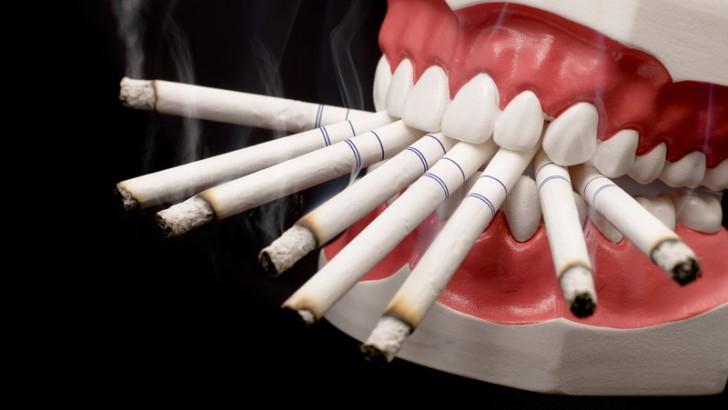 Sigara içenler dişlerini günde 3 kez 3'er dakika fırçalasın