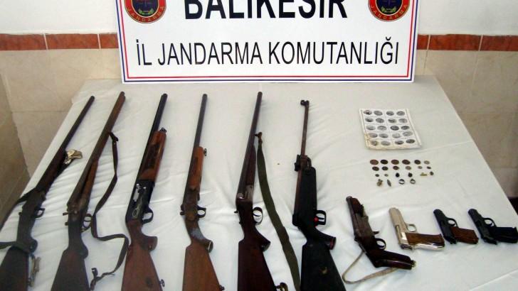Balıkesir'de Silah Ticareti Yapan Kişiler Tutuklandı
