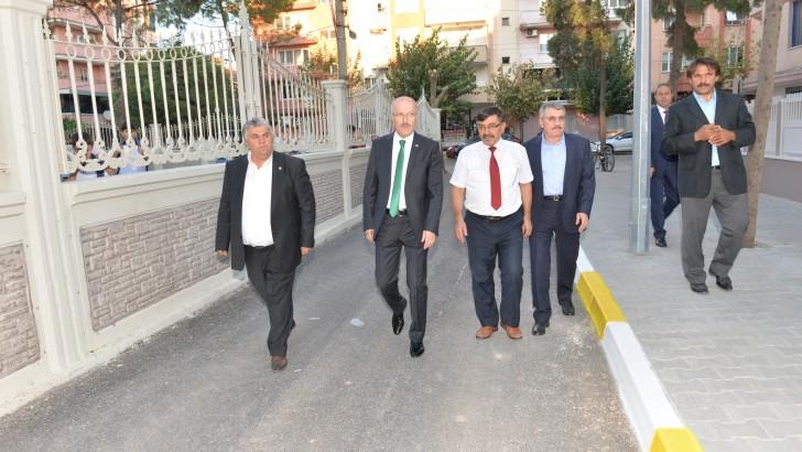 Altıeylül Belediyesi Yol Yapım Çalışmalarını Sürdürüyor