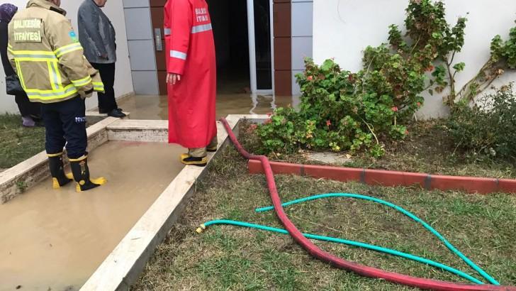 Altınoluk'ta 25 Evi Su Bastı