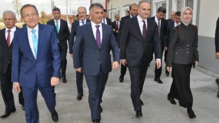 Bakan Özlü, Balıkesir'de 4 Sanayi Kuruluşunun Açılışını Yaptı