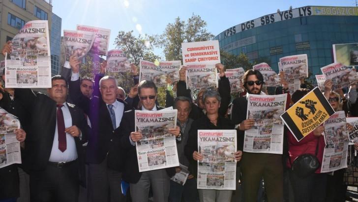 Edremit CHP'den  Cumhuriyet Gazetesine Destek