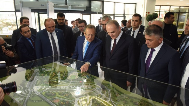 Bakan Özlü'den Büyükşehir'e Destek