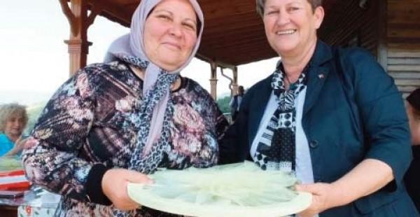 Burhaniye'de Şehit Anneleri Kahvaltıda Bir Araya Geldi