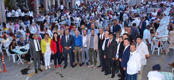 MHP'den Balıkesir'de Sokak İftarı