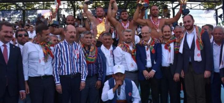 59'uncu Kurtdere Güreşlerinin Başpehlivanı İsmail Balaban Oldu