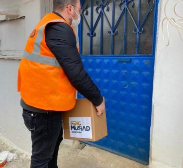 MÜSİAD Bandırma'dan ihtiyaç sahiplerine 200 yardım kolisi