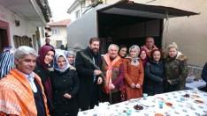 Yörükler Derneği'nden 'Sevgililer Gününde' Fidan Dağıtımı